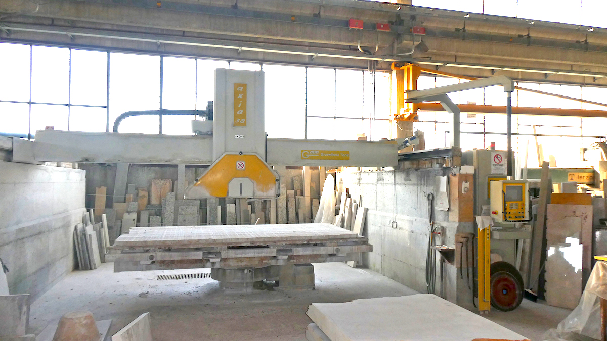 Used bridge saw for sale - Gmm Axia 38 Full - Frontal view