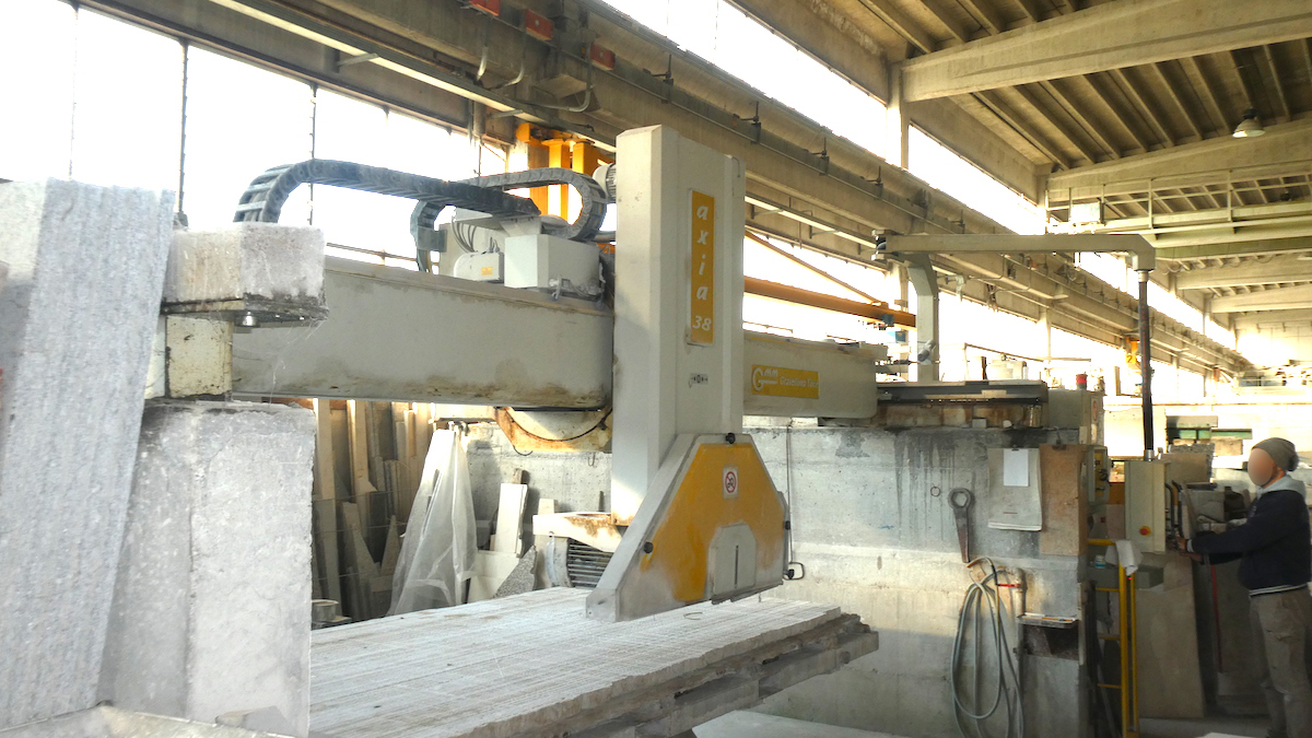 Used bridge saw for sale - Gmm Axia 38 Full - Side view 2