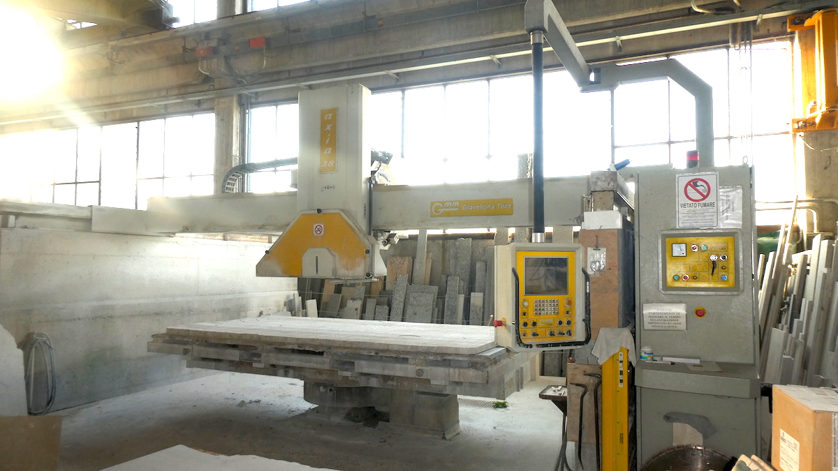Used bridge saw for sale - Gmm Axia 38 Full - Side View